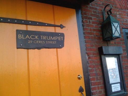 trumpet-door